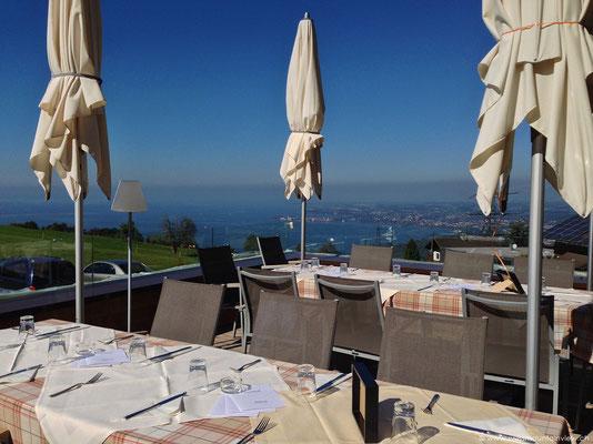 Table with a view!... beim Fritsch am Berg in Lochau ist die wunderbare Aussicht beim Essen inbegriffen :)