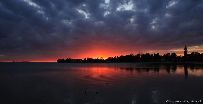 Farbenspektakel am Abendhimmel in Wasserburg