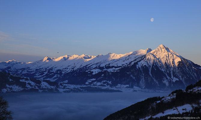 Das tut so gut - nach dem Aufstehen - der Blick aus der Wohnung auf die umliegenden Berge,