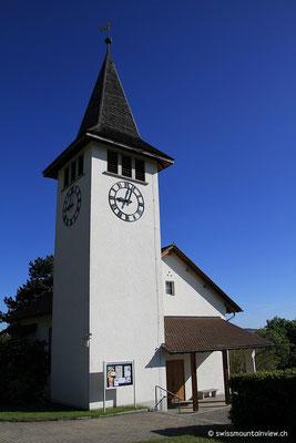 hinauf zur kleinen Kirche