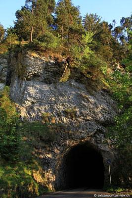 Nach Beatenberg kommt man durch zwei Tunnels.