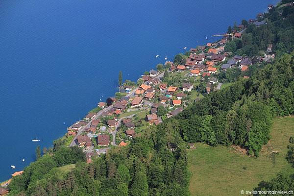 steil unter uns liegt das Dorf Merligen