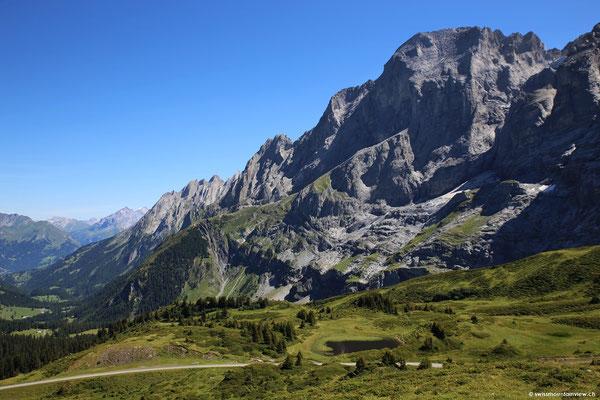 Auf dem breiten Grat der Grossen Scheidegg