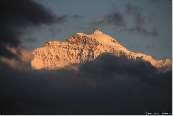 Jungfrau, den Wolken entkommen....