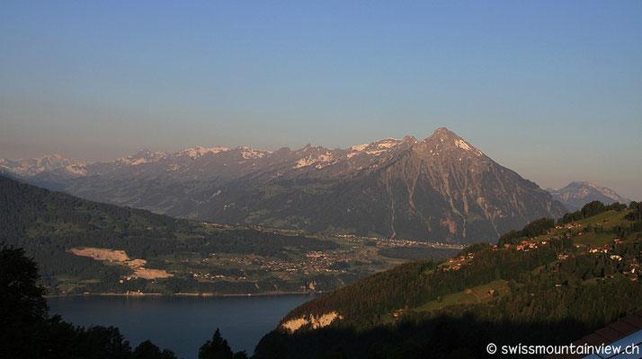 Auf den Bergen schmilzt der letzte Schnee