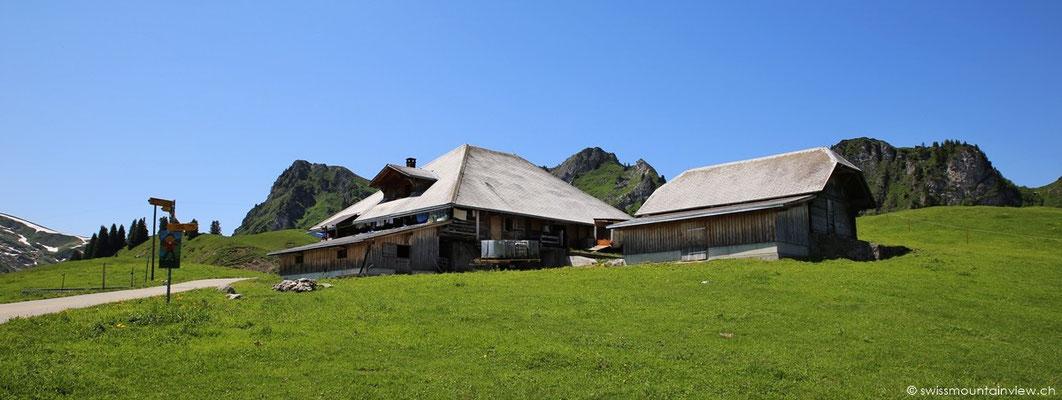 Für Durstige gibt es bei dieser Alphütte ein kleines Restaurant mit erfrischenden Getränken.
