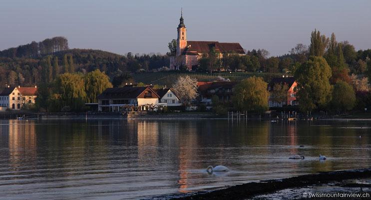 Blick vom Ufer in Seefelden Richtung Wallfahrtskirche Birnau