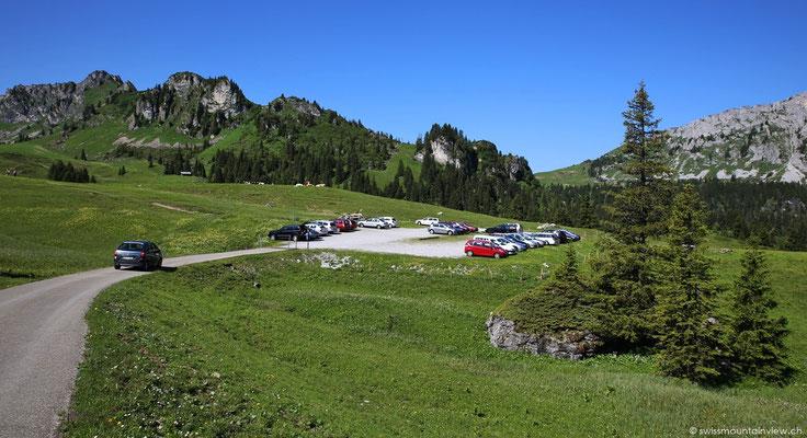 bis wir nach rund einer Stunde Fahrt den Parkplatz des Seebergsees erreichen.