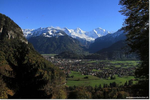und mit Blick hinunter nach Interlaken