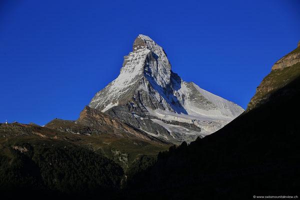 """Vom Hotelzimmer des Alpenroyal geniesse ich den Sonnenaufgang am """"Horu""""."""