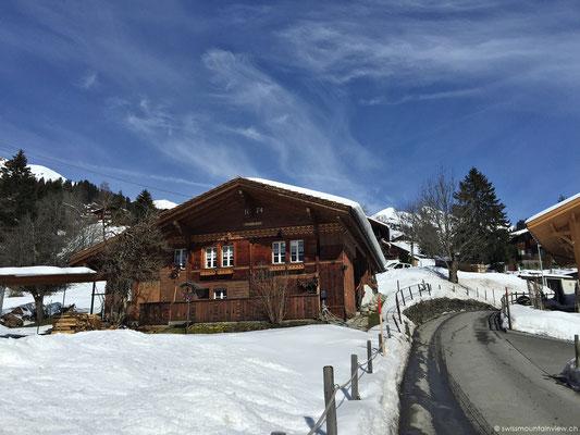 Nach dem Brunchen fahren wir nach Grindelwald. Da schon bald Mittag ist, sind Parkplätze rar.