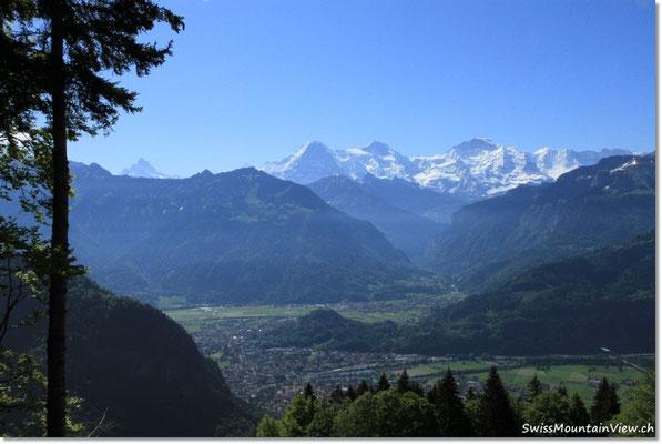 Von dort hat man eine tolle Sicht hinunter auf Interlaken
