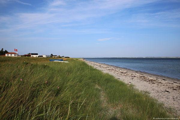 Wir fahren der Küste entlang, um den Kalø Vig