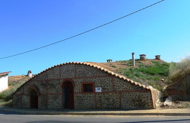 Erdkeller vor Mansilla de las Mullas