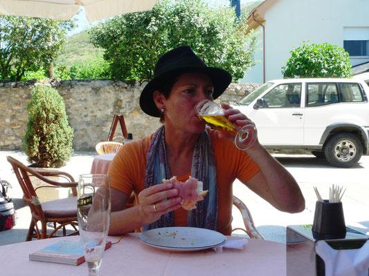 Ein verdientes Bier in Molinaseca