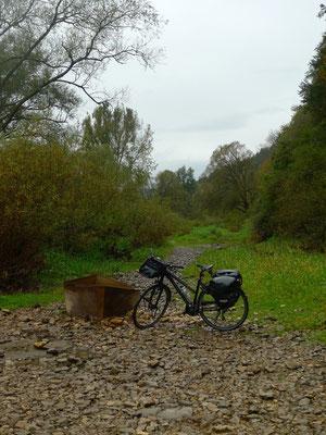 Wanderweg im Donaubett
