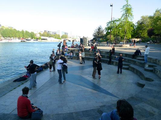 Tangotänzer an der Seine