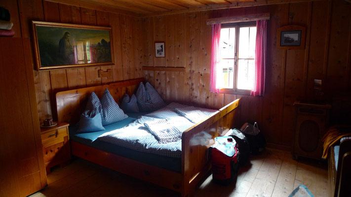 13.6.14, kuscheliges Zimmer bei Mike auf der Hinterkuchlberghütte