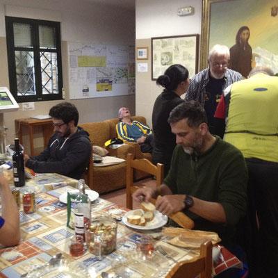 Gemeinsames kochen mit Tom in der Herberg von Ponferrada