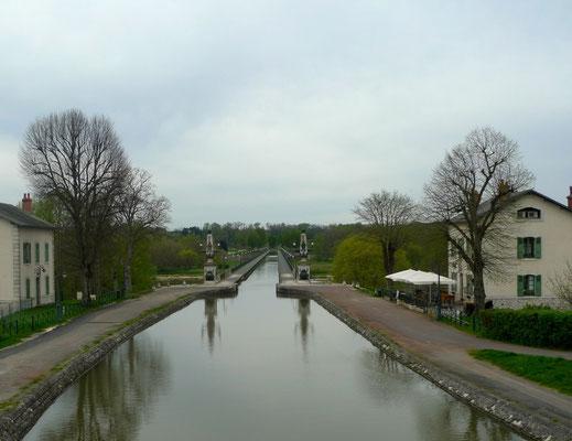 Canal latéral à la Loire, Briare