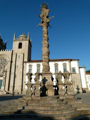 Kathedrale mit Pestsäule von Porto