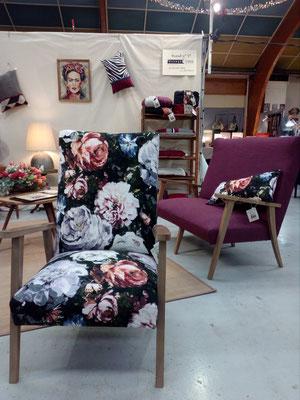 fauteuil année 50 tissus fleurs accoudoir en Noyer