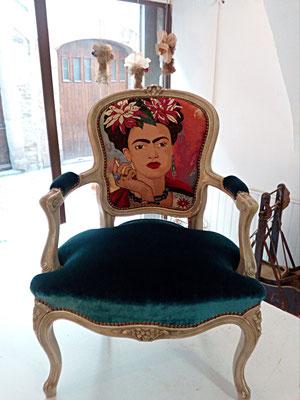 fauteuil cabriolet Frida,  Louis 15, tapissier décorateur Millau Au Petit Crin