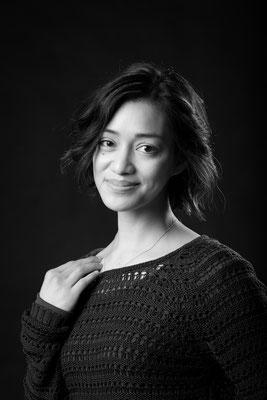 Porträtaufnahme im Studio Vitt in schwarz weiß - Fotostudio Erlangen