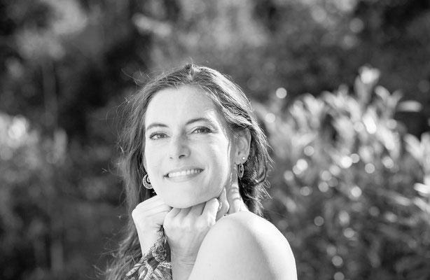 Lifestyle Fotoshooting Outdoor mit weiblicher Schönheit