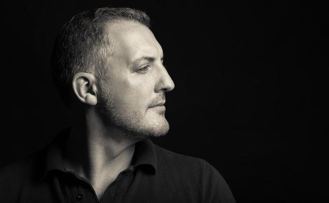 Portrait-Shooting im Studio mit männlichem Kunden - Portraitfotos Erlangen