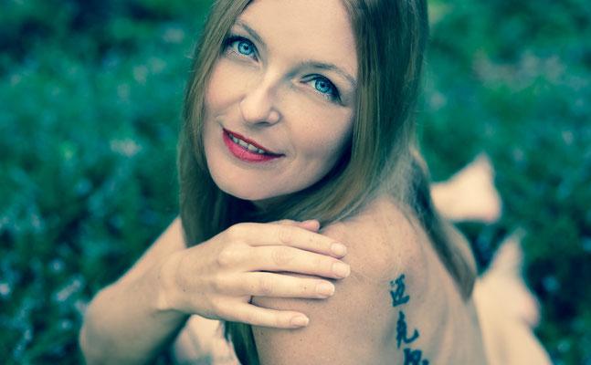 Aktshooting im Wald in Erlangen mit Erlangens besten nude art Photographer