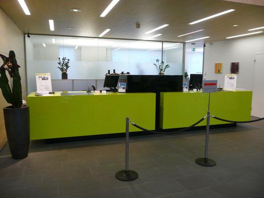 Verkleidung Bankschalter in grün hochglanz