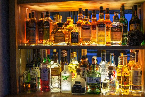 Bar in mit Spiegelrückwand Beleuchtet
