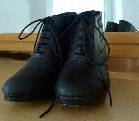 Schwarze Stiefeletten in Leder-Optik