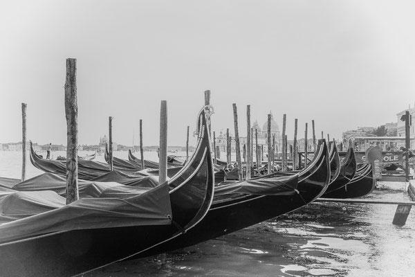 Gondeln im Nebel - Venedig