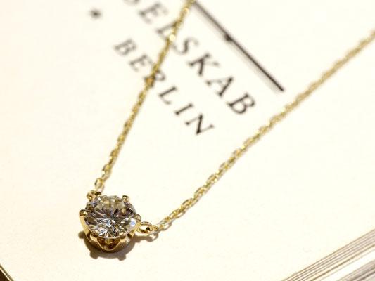 当店でも人気の、一粒ダイヤのネックレス。