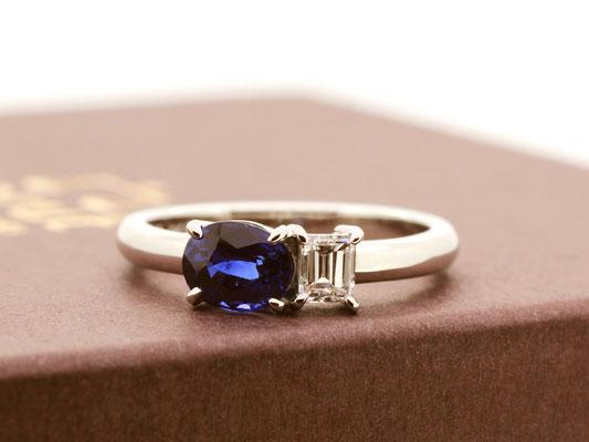 オーバルカットのブルーサファイアに、バゲットカットのダイヤモンドを合わせました。