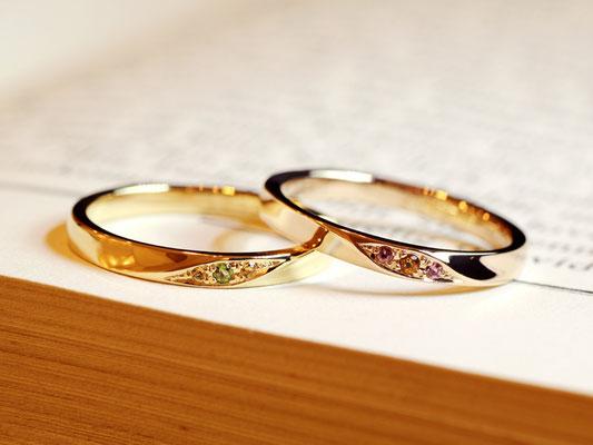 お2人のお誕生石であるトルマリン(グリーン・ピンク)、シトリン(オレンジ系の濃・淡)をそれぞれのリングに