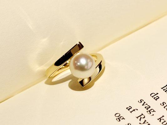 フォーマル以外にもお楽しみいただけるパールの指輪です。