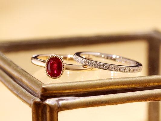 これらの石は一本のリングに留まっていたもの。お客様のご希望により、二本のリングに仕立てました。