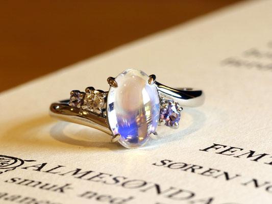 お持込いただいたラブラドライトに、タンザナイトとダイヤモンドを添えて。