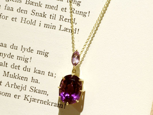 お手持ちの2本のリングの石を使用しました。紫の濃淡が良い感じに。