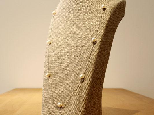 白蝶真珠のステーションネックレス。