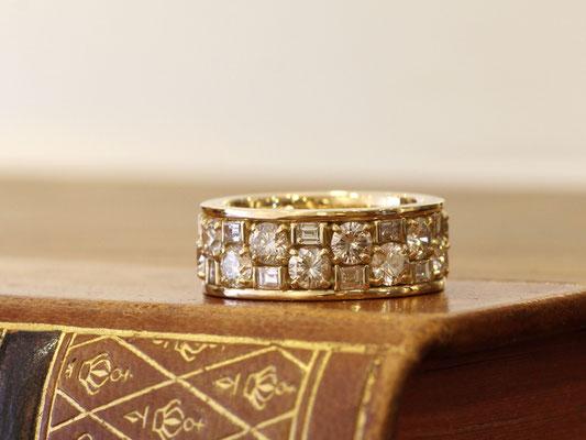 スクエアとラウンドのダイヤモンドを組み合わせたフルエタニティリング
