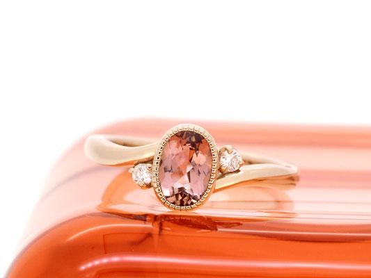 インペリアルトパーズのエンゲージリング。センターストーンはダイヤモンド以外でも素敵です。