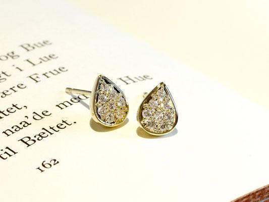 しずく型のピアスに、ダイヤモンドを敷き詰めて。