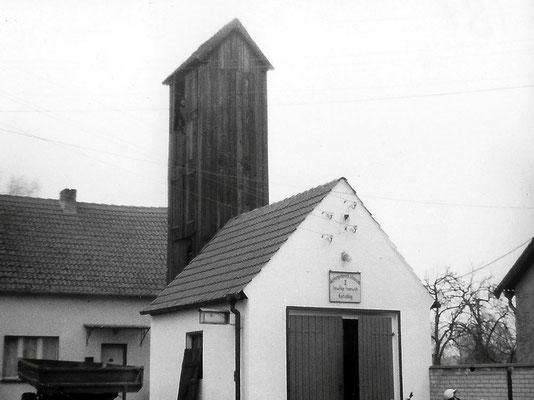 (257) Bau eines Gerätehauses der Feuerwehr mit Schlauchtrockenturm in Eigeninitiative, 1958