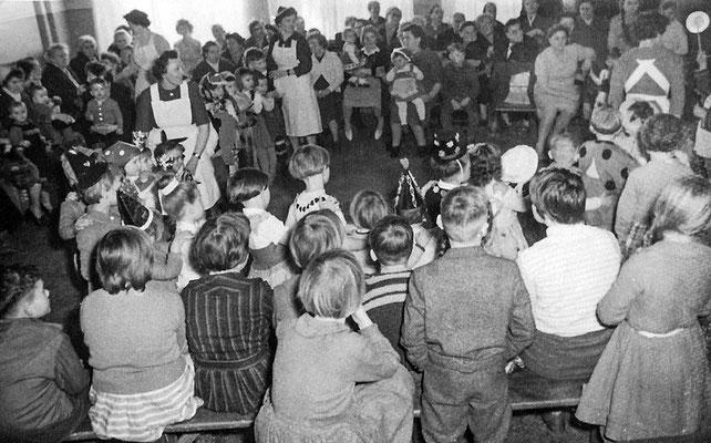 (0432) in der Gaststätte Ney, um 1960
