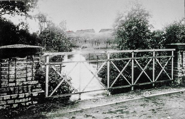 (0184/3) Fließ und Brücke, 1914, im Hintergrund der Alte Kietz