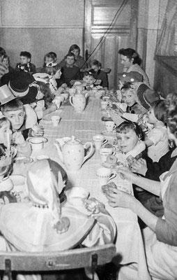 (0425) in der Gaststätte Ney, um 1960